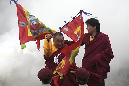 Karme Senge Rinpoche and Lhunpo Rinpoche at the lhasang for the wedding of Sakyong Mipham Rinpoche and Khandro Tseyang. Photo by Michael Wood